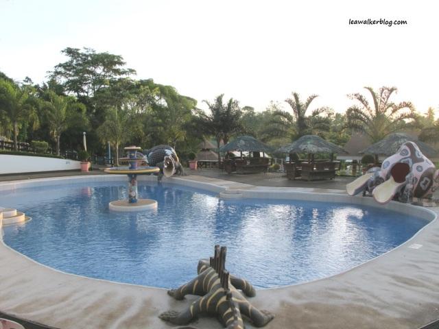 The 2 meter kiddie pool.
