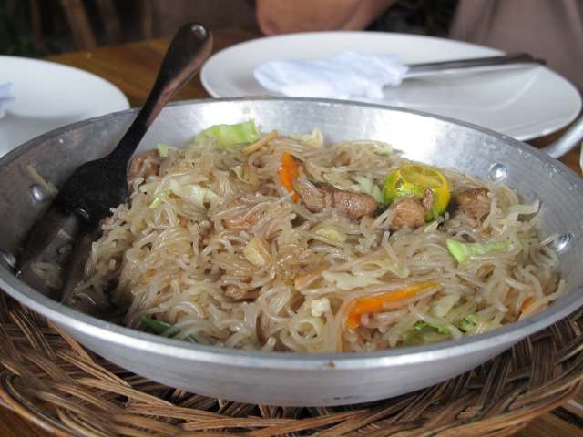 Mama's favorite. Bihon guisado served in a pan. :) Tasted good too!